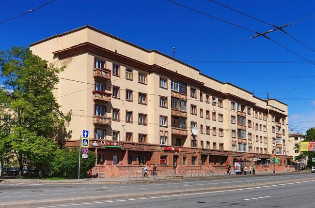Жилой дом работников завода имени Жданова. Фото: Ludvig14 via Wikimedia Commons. Лицензия CC-BY-SA-4.0