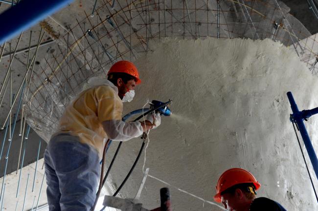 Ледяная пещера в парке Зарядье, процесс финишной отделки.