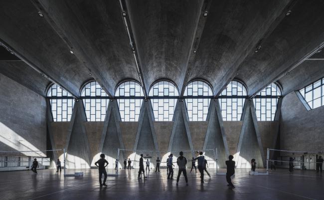 Категория «Здания в действии», автор: Terrence Zhang. Спортзал нового кампуса Тяньцзиньского университета (Китай). Архитекторы: Atelier Li Xinggang