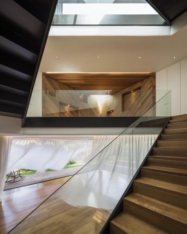 Категория «Интерьер», автор: Wison Tungthunya. Частный дом Baan Moom в Бангкоке (Таиланд). Архитекторы: Integrated Field