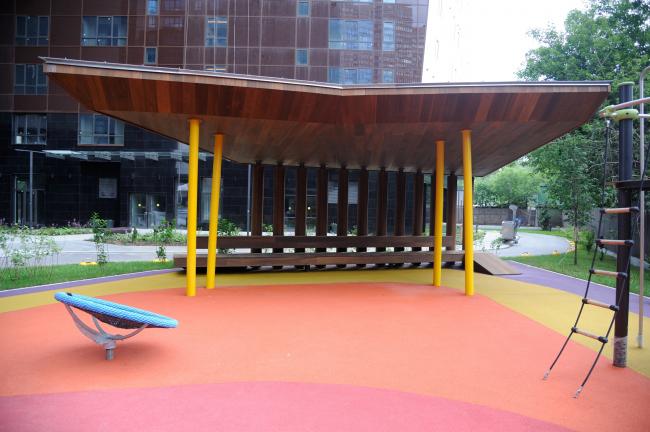 Дом премиум-класса «Дыхание». Детская площадка и беседка. Фотография предоставлена ФСК «Лидер»