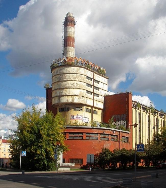 "Power substation of the ""Krasnoe Znamya"" factory in Leningrad (Saint Petersburg). Photo: Sav-1667 via Wikimedia Commons. License: Creative Commons Attribution-Share Alike 3.0 Unported"