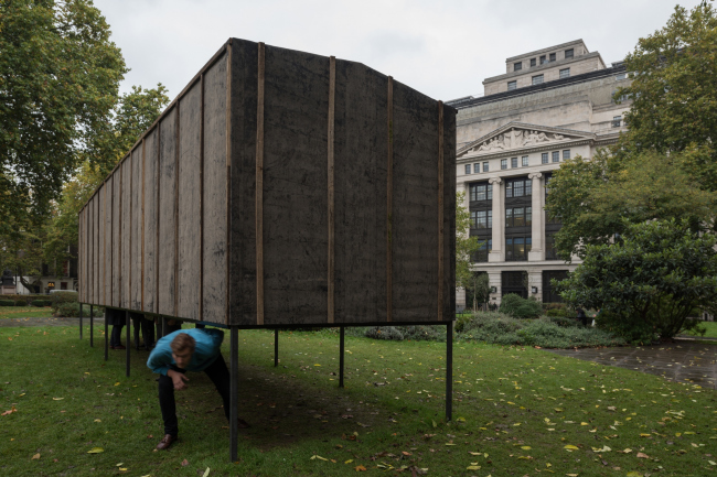 """Pavilion of the project """"101st km Further Elsewhere"""". Alexander Brodsky, Bloomsbury Square, London, 2017. Photograph © Yuri Palmin"""