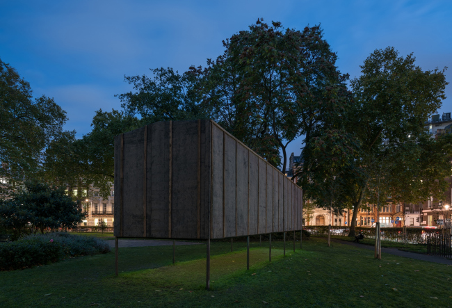 Павильон проекта «101-й километр – Далее везде». Александр Бродский, Блумсбери-сквер, Лондон, 2017. Фотография © Юрий Пальмин