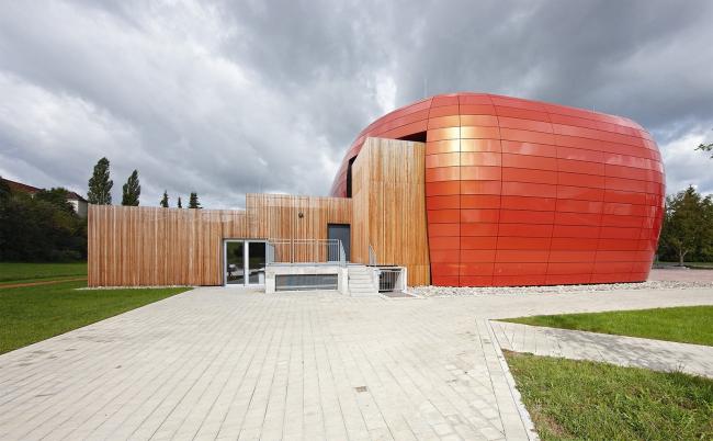 Town Hall Engen (Энген, Германия). Цвет: Spectra Cupral. Изображение с сайта alucobond.com. Фотография © Wolfram Otlinghaus