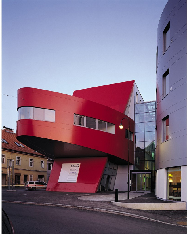 Münzgrabenstraße Graz. Материал ALUCOBOND® A2, цвета металлик, Однотонные цвета. Изображение с сайта alucobond.com