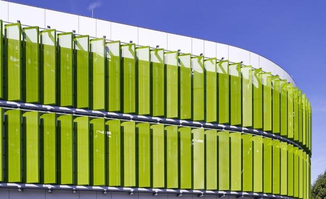 Начальная школа Эриха Кестнера в Лейпциге. Фрагмент фасада © Michael Moser. Изображение с сайта www.alucobond.com