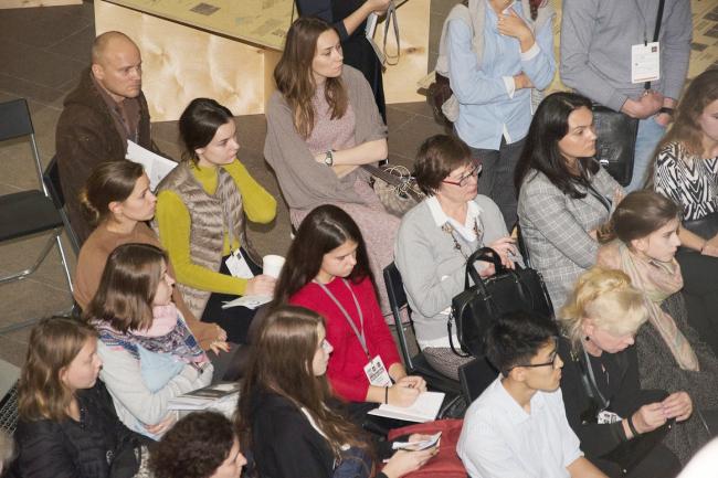 Зрители на презентации результатов исследований в рамках проекта «Идеальный город» на фестивале «Зодчество-2017»