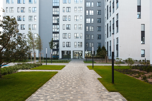 "The residential block in ""Solnechny"" neighborhood © OSAArchitects"