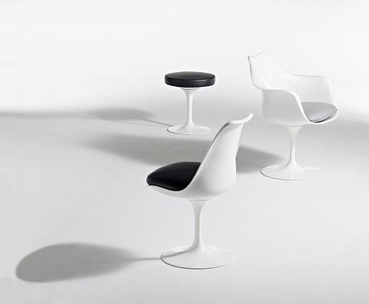 Ээро Сааринен. Коллекция «Pedestal»: стул и кресло «Тюльпан», табурет. 1957 © Knoll