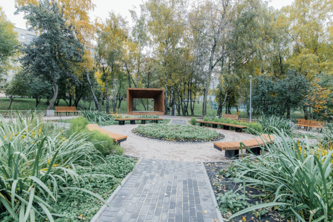 A garden in the disctrict of East Biryulevo © People's Architect