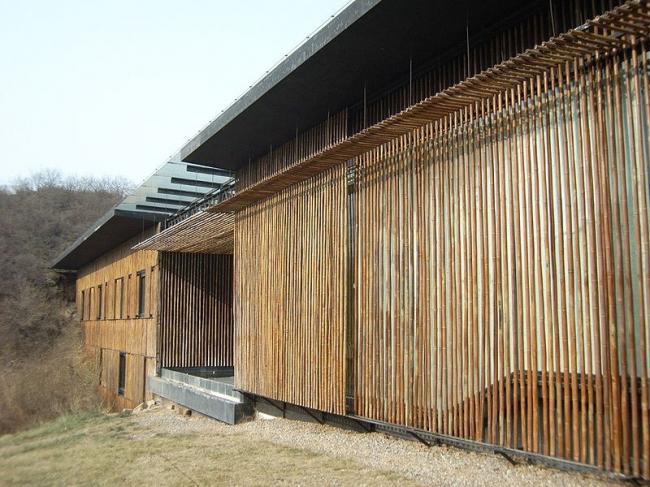 Кенго Кума. Вилла в комплексе «Коммуны». Фото: ぷくぷく via Wikimedia Commons. Лицензия GNU Free Documentation License, Version 1.2