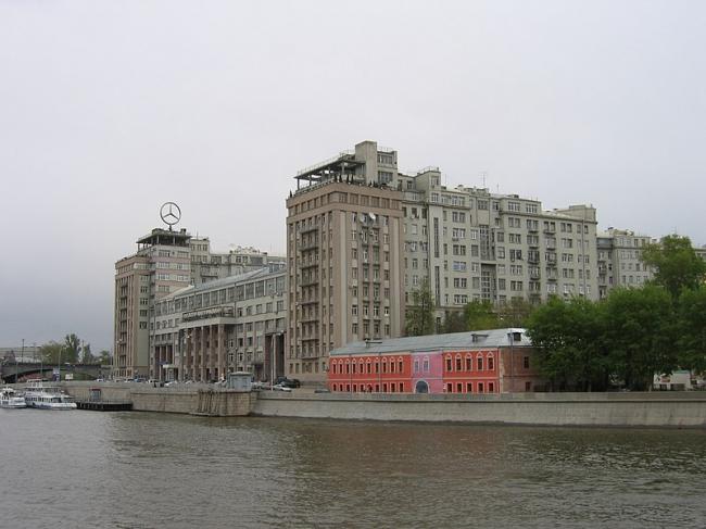 Дом на набережной. Фото: A.Savin via Wikimedia Commons. Лицензия CC BY-SA 3.0