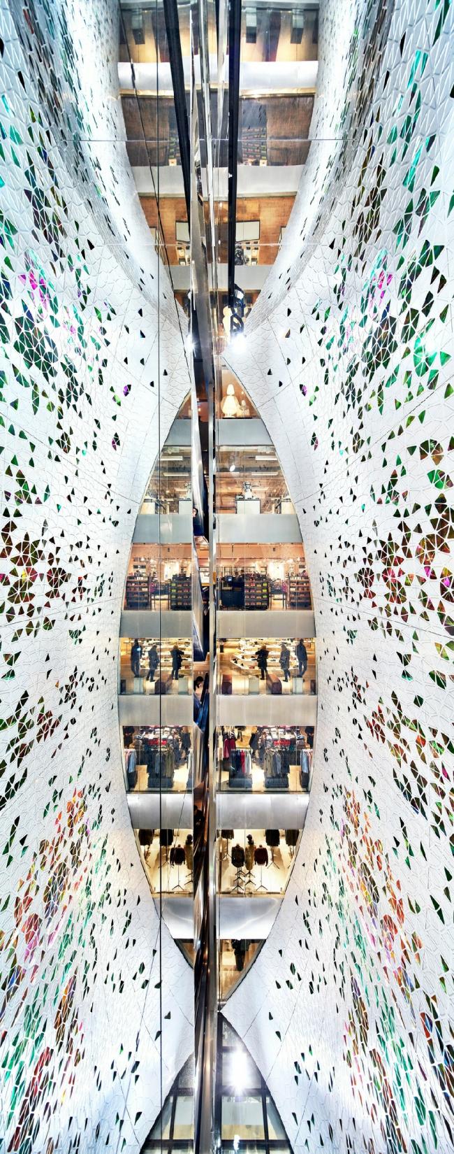 Вертикальная инсталляция для универмага Printemps Haussmann, студия UUfie  ©  Michel Denance