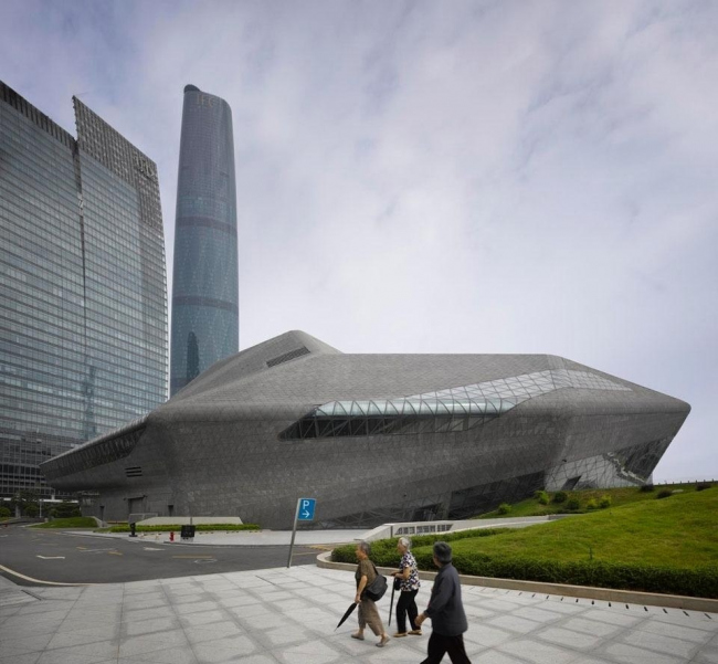 Оперный театр в Гуанчжоу. Zaha Hadid architects. © Roland Halbe