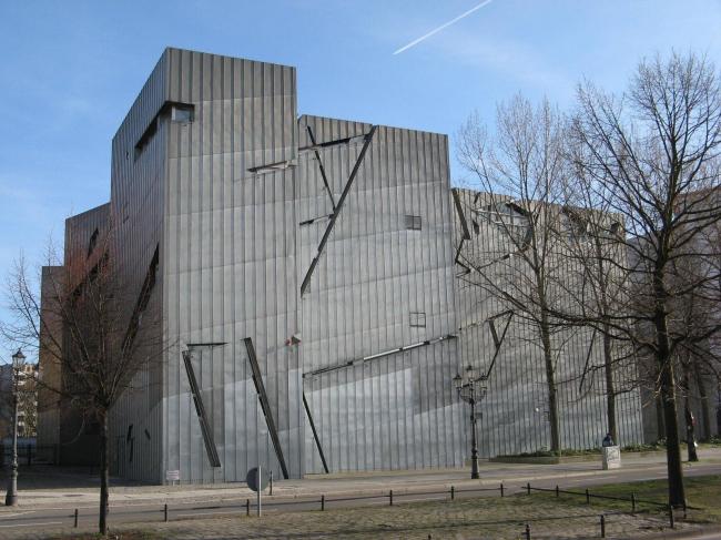Еврейский музей в Берлине. Daniel Libeskind. Фото © archiDE