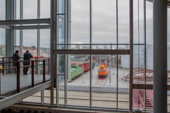 Центральный музей Октябрьской железной дороги. Вид на территорию музея с экспозицией, размещенной под открытым небом. © Студия 44