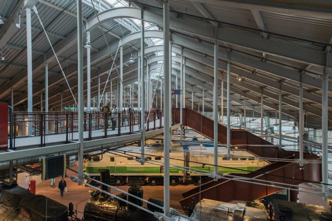 Центральный музей Октябрьской железной дороги. Вид на мостки второго яруса нового корпуса. © Студия 44