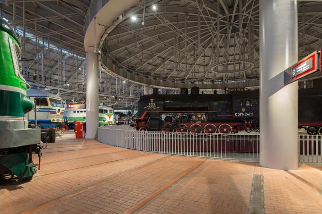 Центральный музей Октябрьской железной дороги. Центральный поворотный круг нового корпуса. © Студия 44