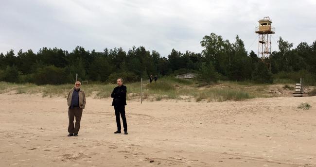 Александр Раппапорт и Сергей Чобан на Балтийском побережье, Латвия, 2017. Фотография Анны Мартовицкой