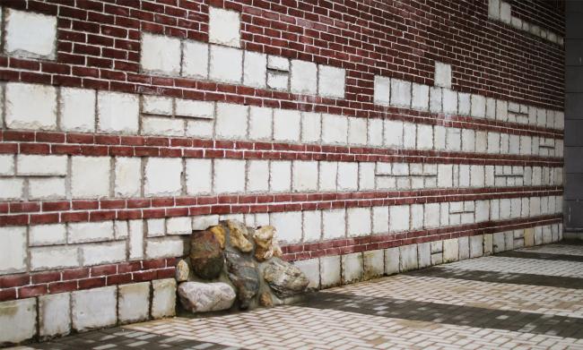 Фрагмент «археологической стены» в главном дворе музея. Здание музея в «Новом Иерусалиме». Реализация, 2013 © АО «Сити-Арх». Фотография © Юлия Тарабарина, Архи.ру