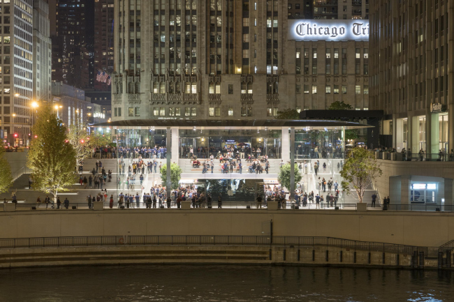 Магазин Apple на Мичиган-авеню © Nigel Young / Foster + Partners