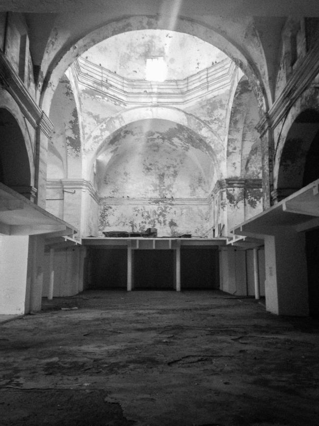 Церковь монастыря Санто-Доминго до реконструкции © Roberto López / Legorreta