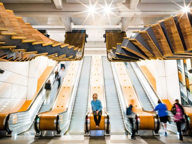Проект Interloop (2017) на станции Wynyard, Сидней. Автор Крис Фокс © Josh Raymond