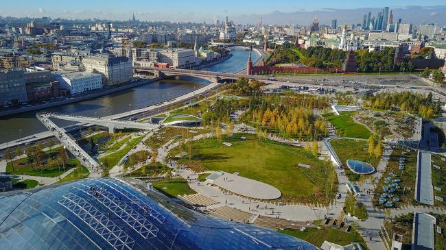 Панорама парка «Зарядье» с крыши комплекса «Филармония». Фото: Wikipedia