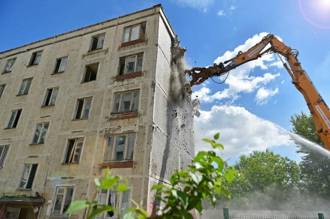 Снос пятиэтажных жилых домов в Москве. Фотография © stroi.mos.ru
