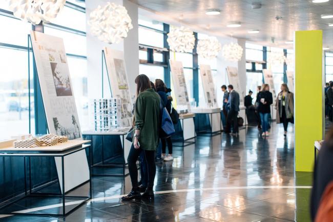 Выставка конкурсных проектов Первой молодежной архитектурной биеннале в здании Технопарка Иннополса, Татарстан. Фотография © architectbiennale.ru