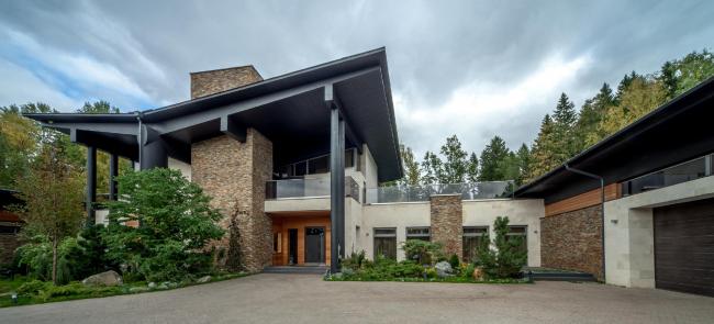 Дом в Подмосковье. Архитектор Роман Леонидов © АБ Романа Леонидова