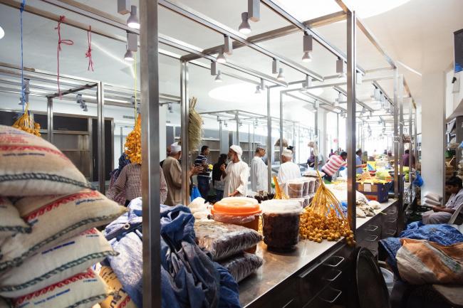 Рыбный рынок в Матрахе © Firas Al Raisi, Luminosity Productions