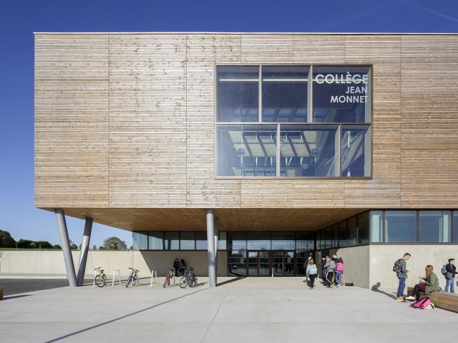 Колледж Жана Монне, Брон, Франция.  Dietrich | Untertrifaller, Colas Durand Architectes. Изображение предоставлено Канадским советом по древесине