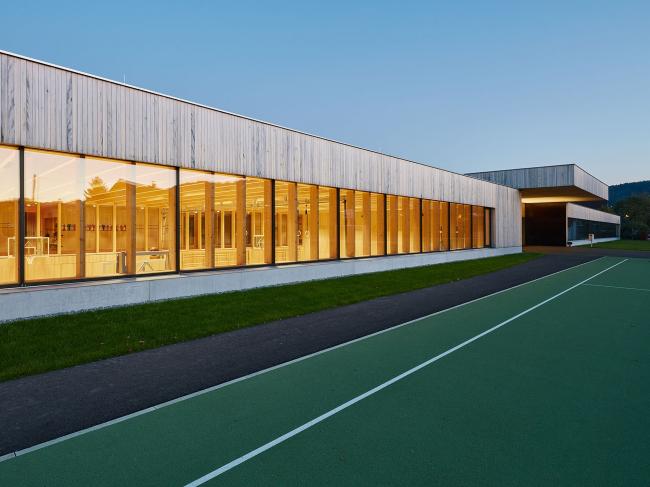 Начальная школа Унтердорфа, Хёкст, Австрия.  Dietrich | Untertrifaller. Изображение предоставлено Канадским советом по древесине