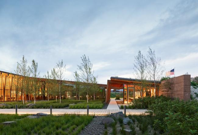 Офис компании Washington Fruit, Якима, США.  Graham Baba Architects. Изображение предоставлено Канадским советом по древесине