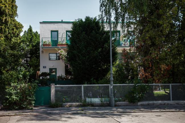 Парные блокированные двухквартирные дома №49–52, архитекторы Адольф Лоос, Генрих Кулька. Фото © Денис Есаков