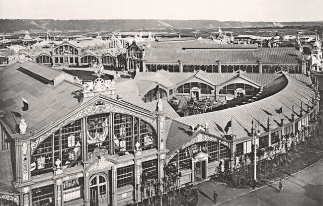 Главное здание выставки 1896 года. Иллюстрация из книги «Всероссийская промышленная и художественная выставка года в Нижнем Новгороде, 1896», изданной фотографами «Шерер, Набгольц и Ко». Предоставлено объединением «Открытая Стрелка»