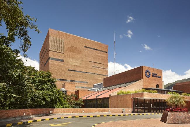 Больница Fundación Santa Fe de Bogotá – расширение © Andrés Valbuena