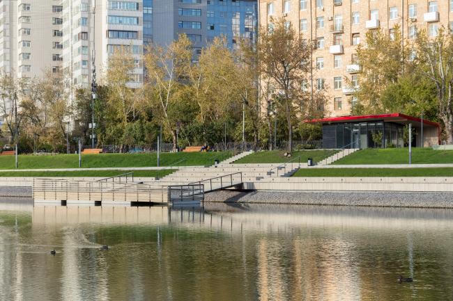 Благоустройство Красногвардейских прудов. Плавучая сцена © WOWHAUS