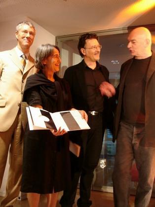 Анн Лакатон и Жан-Филипп Вассаль принимают поздравления от Жана Нувеля