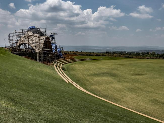 Руандийский крикетный стадион в процессе строительства © Light Earth Designs