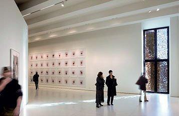 CAIXAFORUM. Мадрид. Херцог & де Мерон. Арт-галерея с окном, закрытым снаружи перфорированным металлическим листом