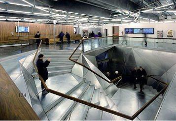 CAIXAFORUM. Мадрид. Херцог & де Мерон. Главная лестница, ведущая в экспозиционные залы