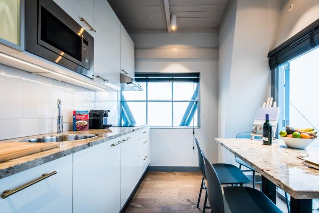 Кран-отель YAYS Concierged Boutique Apartments в Амстердаме © Studio Edward van Vliet