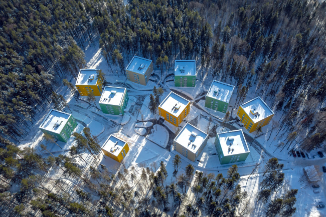 Кампус в лесу © Synchrotecture