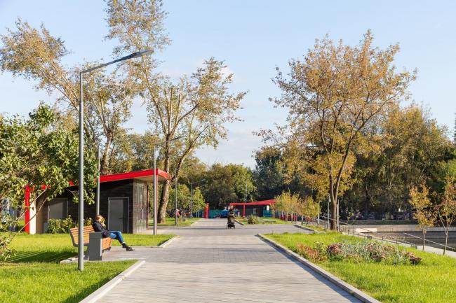 Благоустройство Красногвардейских прудов. Павильоны рядом с Нижним прудом © WOWHAUS