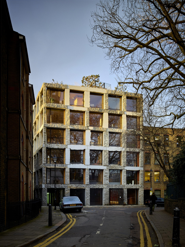 Многоквартирный дом 15 Clerkenwell Close © Tim Soar
