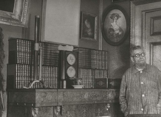 Григорий Борисович в своем кабинете в доме Нирнзее / Из книги «Архитектор Григорий Бархин», стр. 312