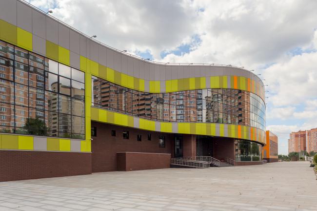 Инженерный корпус образовательного центра «Царицыно» в Совхозе им. Ленина